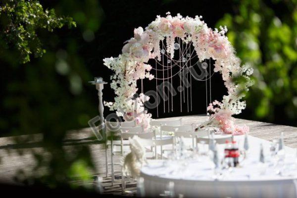 Круглая арка с цветами в аренду
