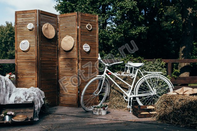 Фотозона в деревенском стиле с сеном в аренду