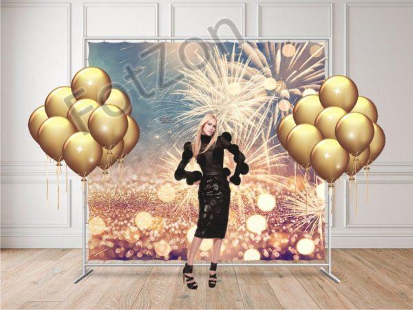Фотозона с баннером фейерверки и шарами