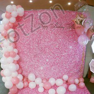 Фотозона розовые блестки с шарами в аренду Москва
