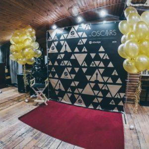 Фотозона в стиле Оскар с красной ковровой дорожкой в аренду Москва