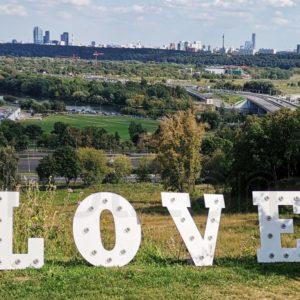 Светящиеся буквы LOVE в аренду в Москве